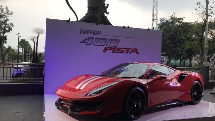 Setelah ditunggu-tunggu, lansiran produk Maranello itu akhirnya hadir pertama untuk Indonesia.