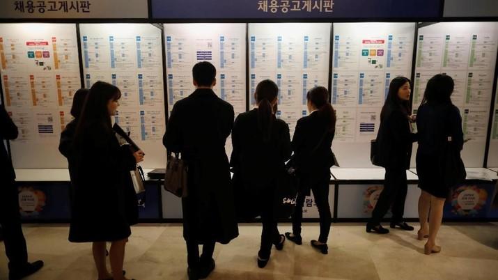 Selain jenis jabatan untuk para pekerja asing bertambah, jumlahnya juga bertambah.