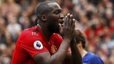 Striker Manchester United Romelu Lukaku satu lagi pemain Setan Merah yang bakal hengkang. Ia dibidik Inter Milan dan PSG. (Reuters/Jason Cairnduff)
