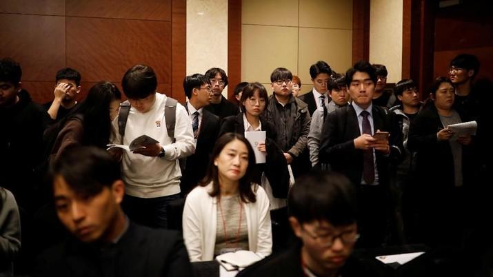Tenaga kerja asing akan dipermudah proses perizinan masuknya ke wilayah Indonesia.