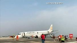 VIDEO: Roda Rusak, Pesawat Myanmar Mendarat Darurat