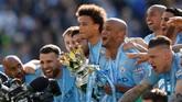 Manchester City berhasil mempertahankan gelar juara dan jadi tim pertama yang mampu melakukannya sejak Manchester United pada 2009. (Reuters/John Sibley)