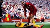 Bek tengah Liverpool, Virgil van Dijk, sebagai tembok kokoh pertahanan The Reds. Berkat ketangguhannya, Liverpool jadi tim paling sedikit kebobolan di Liga Inggris. (REUTERS/Phil Noble)