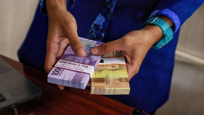 Istri Zaman Now: Tak Peduli Uang Dari Mana, Asal Suami Setor!