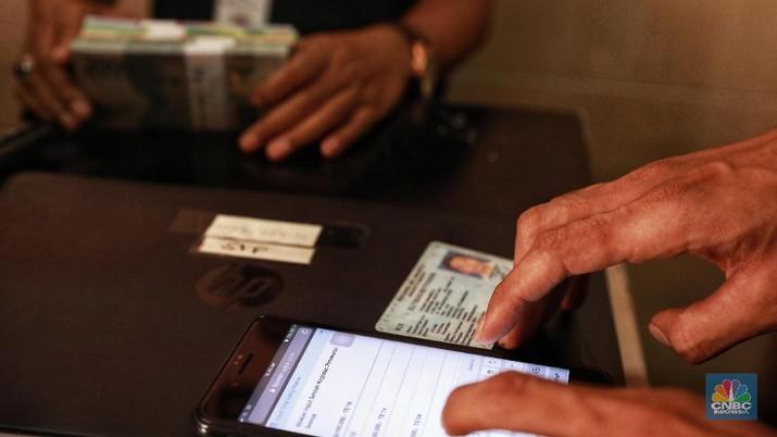 Program kartu pra kerja Presiden Jokowi hanya memberikan bantuan selama 3 bulan gaji bagi pesertanya.