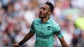 Penyerang Arsenal, Pierre-Emerick Aubameyang, menjadi top skor bersama dengan Sadio Mane dan Mohamed Salah di Liga Inggris musim ini. Namun, Aubameyang lebih layak masuk dalam daftar Best XI karena mengerek The Gunners dari keterpurukan. (REUTERS/Scott Heppell )