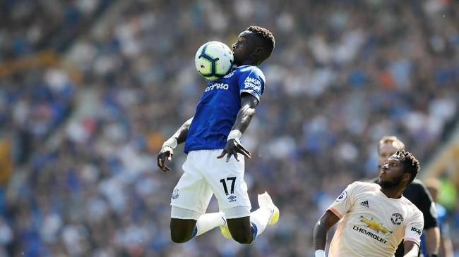 Idrissa Gueye diklaim Daily Mail masuk radar MU sebagai pengganti Ander Herrera yang memilih hengkang dari Old Trafford akhir musim ini. (Reuters/Jason Cairnduff)