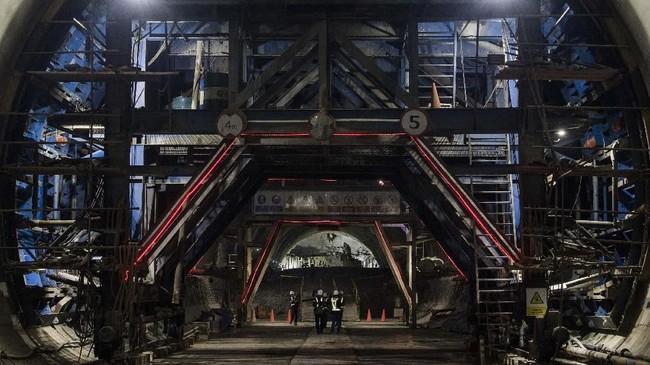 Sementara operasinal kereta diharapkan bisa dimulai pada 2021. (ANTARA FOTO/M Agung Rajasa)