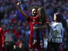 Aksi Mesra Mo Salah dan Putri Kecilnya di Lapangan Hijau