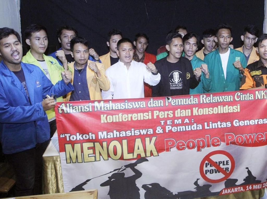 Aksi Mahasiswa Tolak People Power