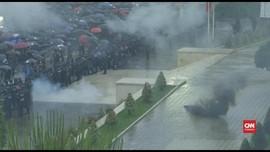 VIDEO: Demonstran Lemparkan Petasan ke Kantor PM Albania
