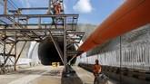 Terowongan dengan panjang 608 meter ini merupakan terowongan pertama dari 13 terowongan yang akan dilalui kereta cepat.(REUTERS/Willy Kurniawan)