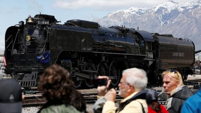 Seiring berjalannya waktu, Transcontinental Railroad akhirnya berhasil menghubungkan seluruh negara bagian di Amerika Serikat.