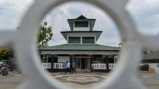 Masjid Teungku Di Anjong, Kampung Peulangahan, Kecamatan Koetaradja, Banda Aceh, dibangun oleh ulama besar asal Yaman, Sayyid Abubakar bin Husein Bilfaqih yang menetap di Aceh dan menyebarkan agama Islam pada masa kerajaan Aceh Sultan Alauddin Mahmud Syah, 1760 – 1781 Masehi. (ANTARA FOTO/Ampelsa/foc.)