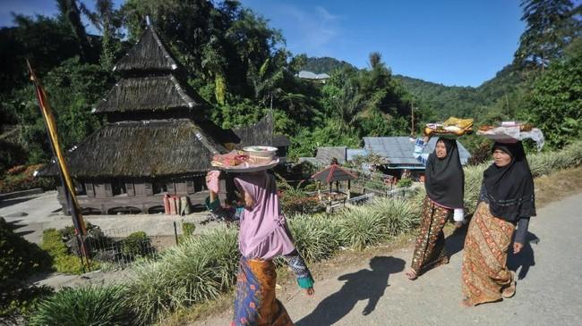 Masjid Kayu Jao, Kecamatan Gunung Talang, Kab.Solok, Sumatera Barat tercatat sebagai masjid tertua kedua di Indonesia yang telah berdiri sejak 1567 dan sekarang menjadi cagar budaya sekaligus objek wisata religi di provinsi itu. (ANTARA FOTO/Iggoy el Fitra).