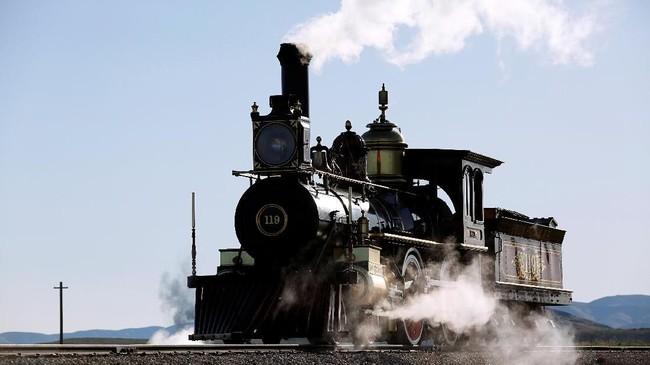 Jalur Transcontinental Railroad di Amerika Serikat dibangun antara tahun 1863 dan 1869.