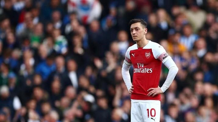 Dua klub asal London, Arsenal dan Chelsea, akan bertanding untuk menjadi yang terbaik di liga malam Jumat.