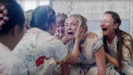 Sinopsis 'Midsommar': Festival Horor Tengah Hari