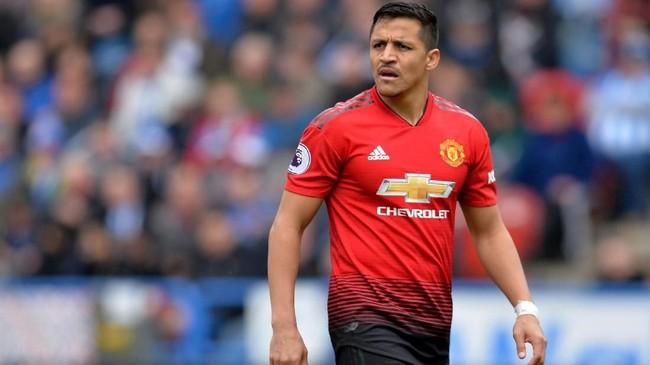Alexis Sanchez menerima gaji besar di Manchester United. Namun Sanchez minim menit bermain dan minim kontribusi, baik di era Jose Mourinho maupun Ole Gunnar Solskjaer. (REUTERS/Peter Powell)