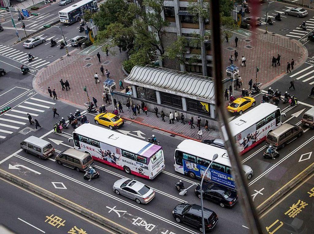 Negara Asia lain yang juga disebut sebagai negara ramah Muslim adalah Taiwan. Negara ini juga memiliki sejumlah masjid yang berdiri di sudut-sudut kota. Selain itu tak cuma menyediakan restoran halal, negara ini juga berkomitmen untuk menghadirkan pelayanan medis yang ramah Muslim, salah satunya lewat rumah sakit ramah Muslim. Ulet Ifansasti/Getty Images