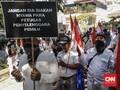 Massa 'Ratu Adil' dan FPI Geruduk Bawaslu Jatim