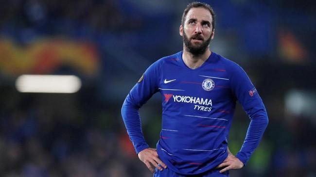 Gonzalo Higuain tidak bersinar di AC Milan. Pindah ke Chelsea, Higuain juga tak bisa tampil tajam seperti saat di Juventus. (REUTERS/David Klein)