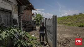 Rumah-rumah Tanpa 'Pintu' di Tepi Tol Semarang-Batang