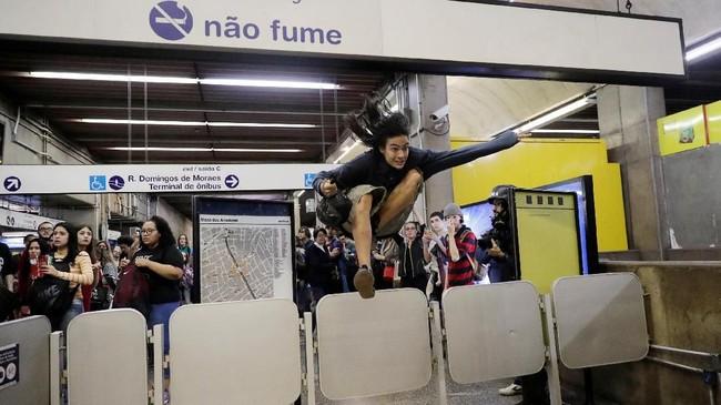 Para demonstran menyatakan tersinggung dengan tudingan Bolsonaro bahwa kelompok sayap kiri mendompleng aksi mereka. (REUTERS/Nacho Doce)