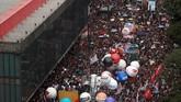Ratusan ribu siswa dan guru di Brasil melakukan unjuk rasa besar-besaran pada Rabu (15/5). Aksi ini dilakukan sebagai respons atas serangkaian pemotongan anggaran pendidikan. (Mauro Pimentel / AFP)