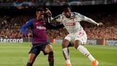 Pelatih Ernesto Valverde sebenarnya masih membutuhkan Nelson Semedo. Namun, pemain internasional Portugal itu ingin meninggalkan Camp Nou demi mendapatkan waktu bermain lebih banyak. Jika Semedo hengkang, Moussa Wauge akan naik ke tim senior. (Reuters/John Sibley)