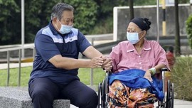 Absen Salat Id dan Sisa Kedukaan SBY Ditinggal Belahan Jiwa