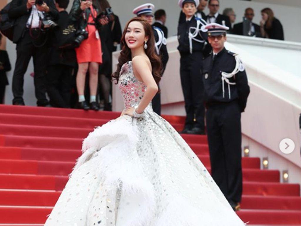 Penampilan Jessica Jung di Cannes Film Festival 2019 jadi sorotan dan menuai pujian juga kritikan. Dok. Instagram/jessica.syj