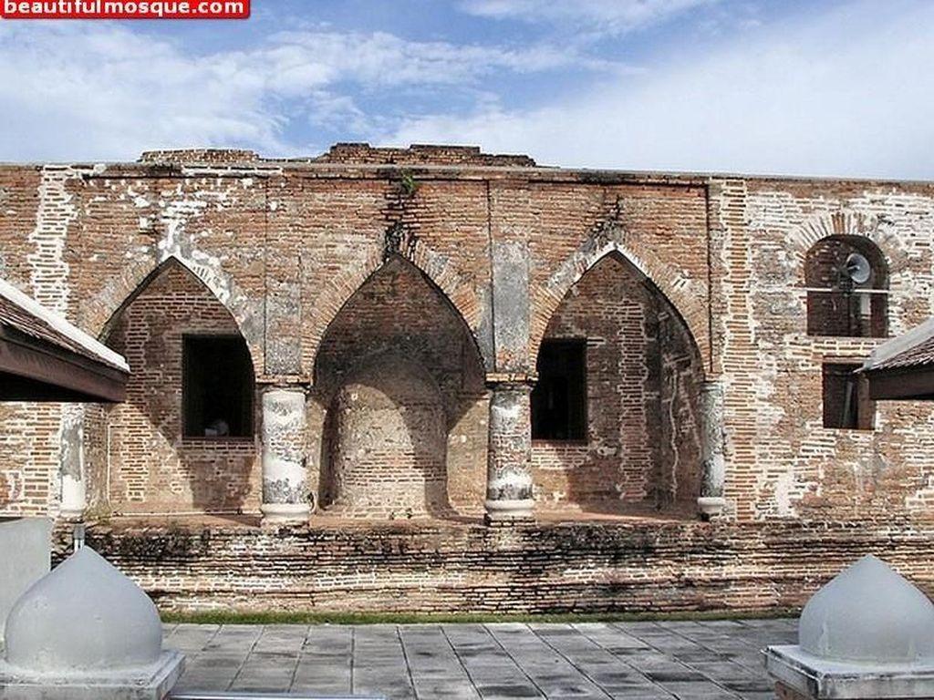 Masjid yang dibangun dengan arsitektur bergaya campuran Eropa dan Timur Tengah ini pun menjadi saksi bisu insiden berdarah yang mengiringi krisis di Thailand Selatan. Dok. www.beautifulmosque.com.