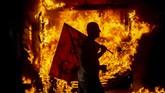 Aksi unjuk rasa menjurus ke perusakan dan kericuhan karena aparat menghadapi demonstran dengan represif. (Mauro Pimentel / AFP)