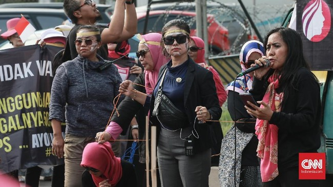 Tuntutan lain dari PIB diantaranya pembentukan tim pencari fakta (TPF) menyelidiki petugas KPPS yang tewas, menuntut audit forensik IT KPU oleh lembaga independen, dan mengusut tuntas indikasi pelanggaran dalam Pilpres dan Pileg 2019. (CNN Indonesia/Andry Novelino)