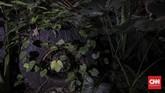 Selain tantangan fisik yang harus dilalui pengendara, melewati Alas Roban konon juga perkara metafisik. Cerita pembuangan mayat korban kerja paksa Pembuatan jalan De Grote Postweg pada masa VOC, hingga rumor tempat eksekusi pengikut Komunis dan preman korban Petrus jaman Orba. (CNNIndonesia/Adhi Wicaksono).