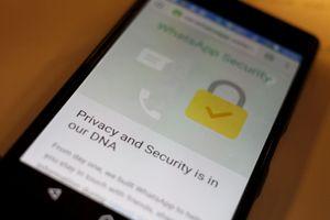 WhatsApp dan Medsos Down hingga 25 Mei, Pakai VPN Bahayakah?