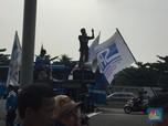 Gaji Belum Dibayar, Buruh Aksesoris Adidas Demo di BEI