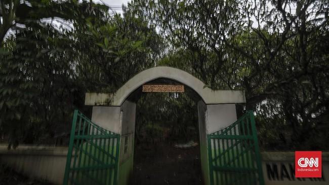 Keberadaan makam Dusun Bundaran Desa Pelelen seolah menambah lengkap aroma mistis yang ada. Angka kematian yang disebabkan kecelakaan lalu lintas (Lakalantas) tahun 2018 di Kabupaten Batang sebanyak 102 orang dan 407 orang korban luka-luka. (CNNIndonesia/Adhi Wicaksono).