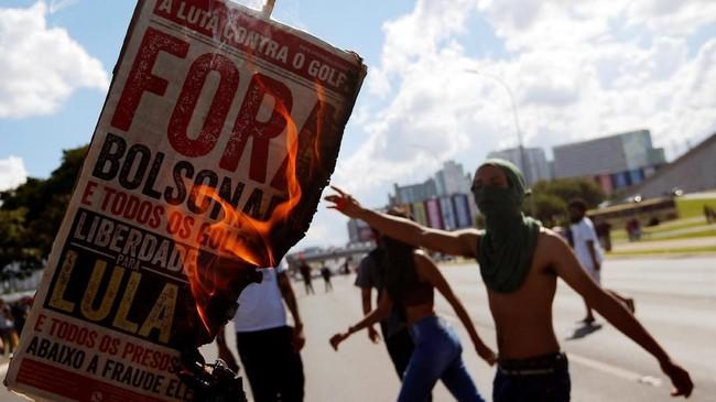 Presiden Jair Bolsonaro memutuskan memangkas anggaran pendidikan mencapai 30 persen dari total subsidi perguruan tinggi negeri. (REUTERS/Adriano Machado)