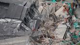 Bangunan sebuah pabrik di Shanghai, China roboh dan menewaskan 10 orang. Sedangkan 25 orang lainnya tertimbun reruntuhan. (REUTERS/Aly Song)