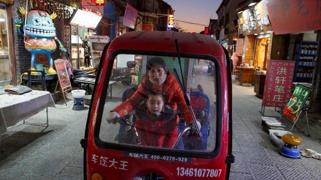 Aktivitas ekonomi China tidak stabil sampai pertengahan tahun ini. (REUTERS/Thomas Peter)