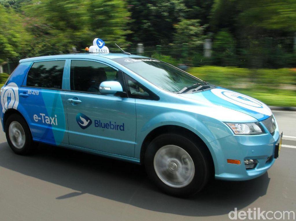 PT Blue Bird Tbk menghadirkan BYD e6 sebagai armada taksi reguler. Sedangkan Tesla Model X75D untuk Silverbird.