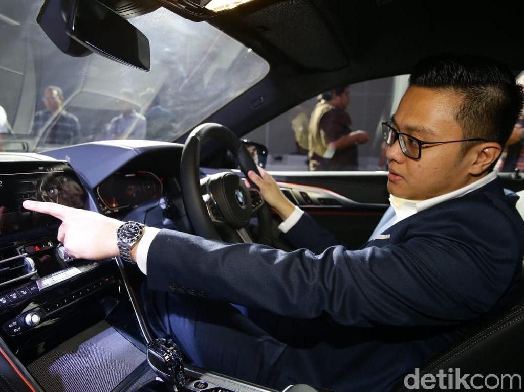 Interior BMW M850i tampak mewah dan nyaman.