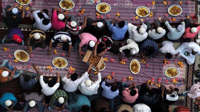 Berbagi Berkah Ramadan dalam Kuil Sikh di Dubai
