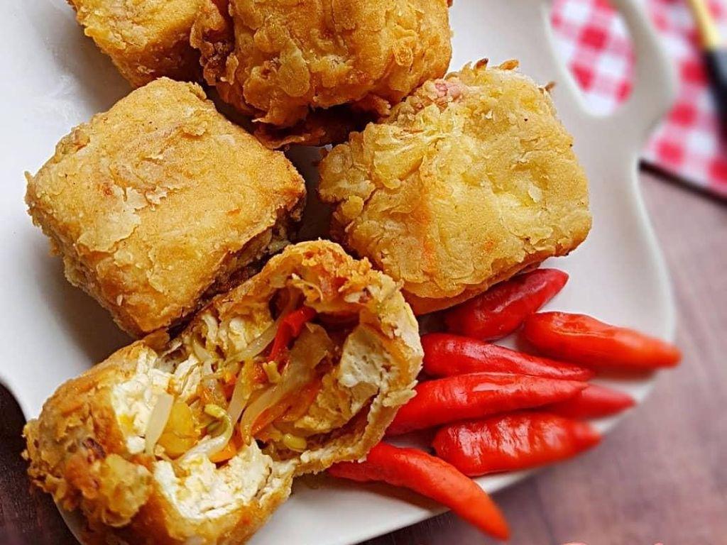 Bagian luarnya mirip seperti kulit ayam fried chicken. Berisi sayuran enak dimakan dengan cabai rawit. Foto: Instagram@ichachairunnisa54