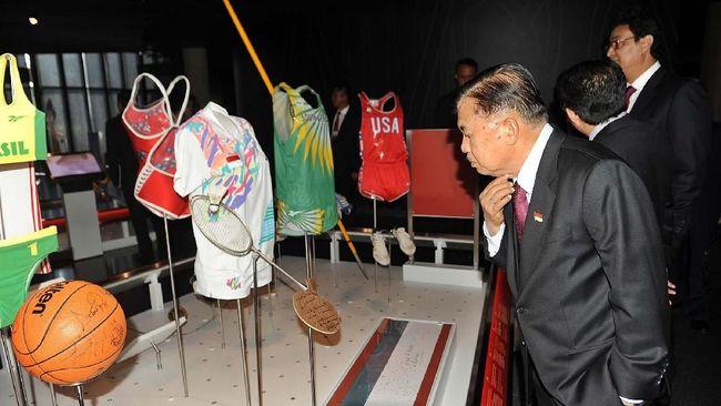 JK Tengok Raket Susy Susanti di Museum Olimpiade