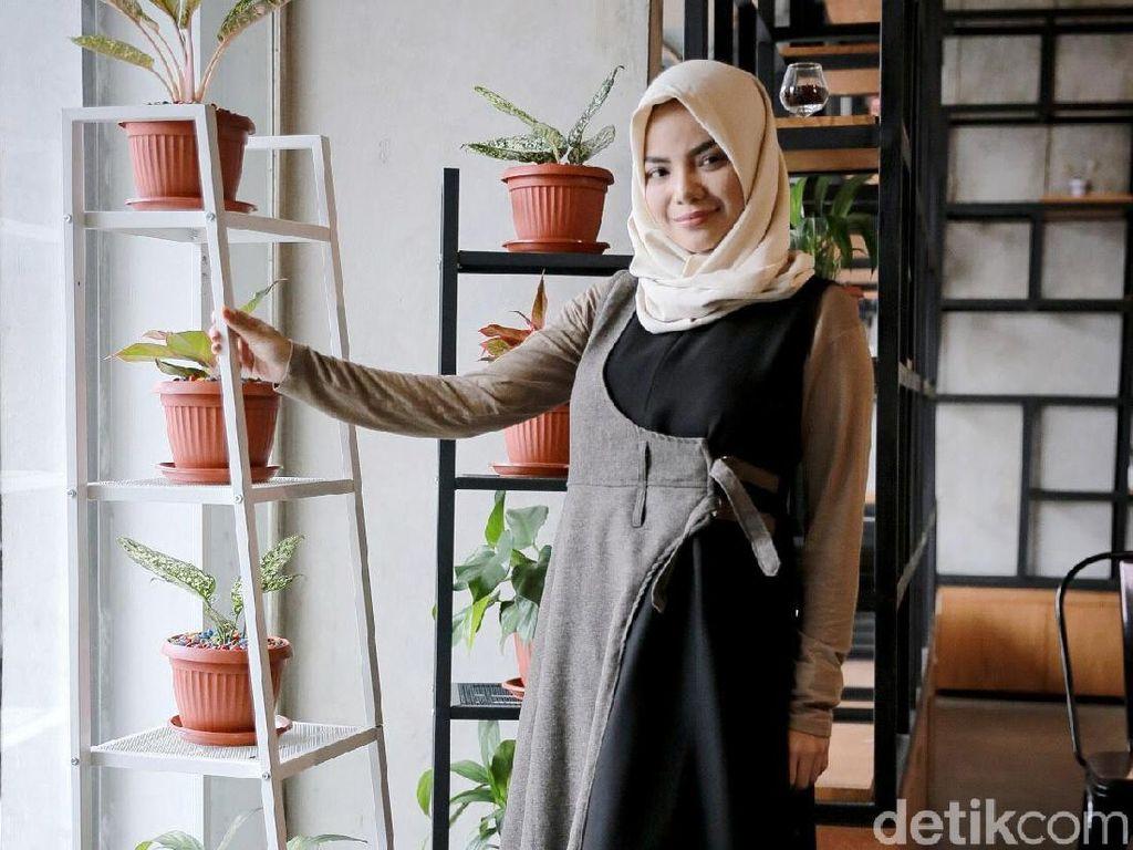Cantiknya Dinar Candy pakai hijab. Foto: Hanif Hawari/detikHOT