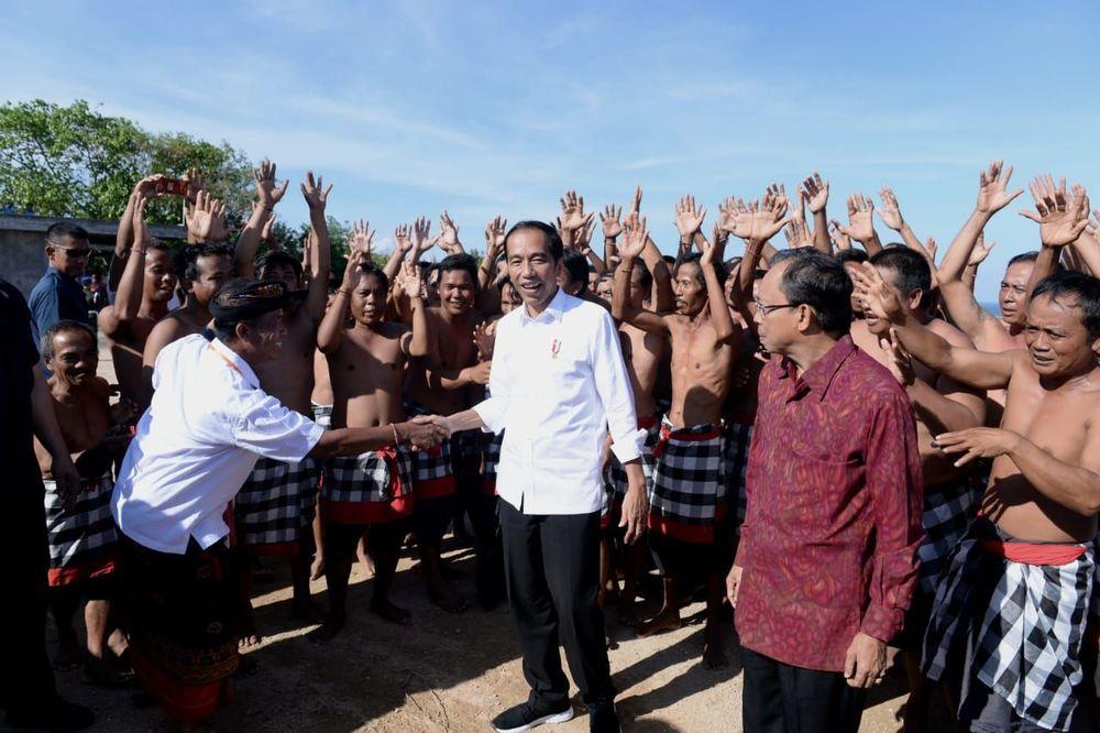 Desa tersebut diketahui mampu keluar dari jerat kemiskinan setelah berhasil memanfaatkan dan mengelola dana desa yang diberikan pemerintah pusat. (Kris - Biro Pers Sekretariat Presiden)