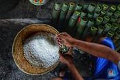 Intip Proses Pembuatan Lemang, Makanan Khas Ramadan